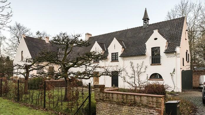 Une magnifique villa tout en longueur dans un quartier vert à Brasschaat